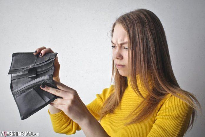 Essential Things Woman Should Keep in her Wallet