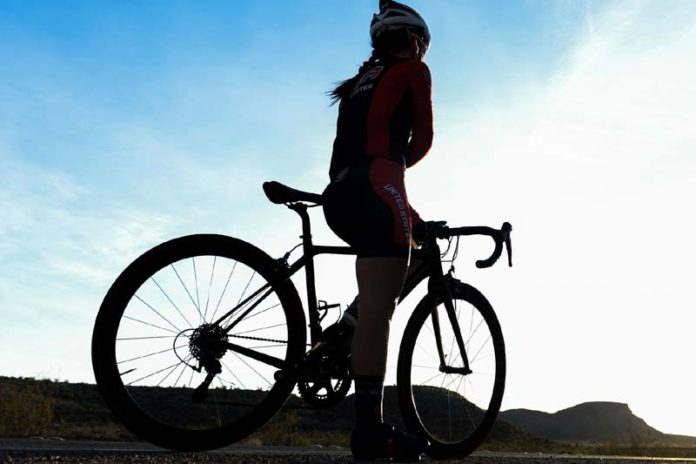 4 Tips for Long Distance Cycling, long distance bike riding tips, long distance biking gear, long distance cycling training plan, how to cycle long distances without getting tired, long distance cycling tips nutrition, long distance bicycle touring, long distance biking for beginners, how to prepare for a long bike ride,