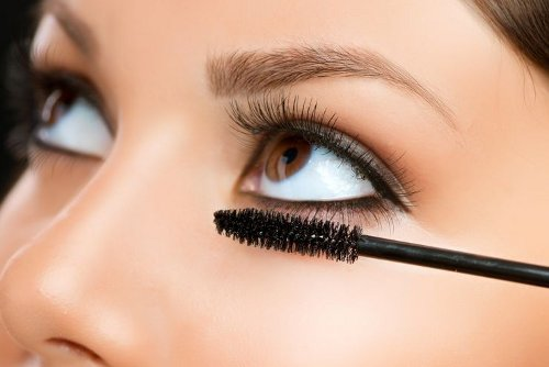 Why Your Mascara Clumps
