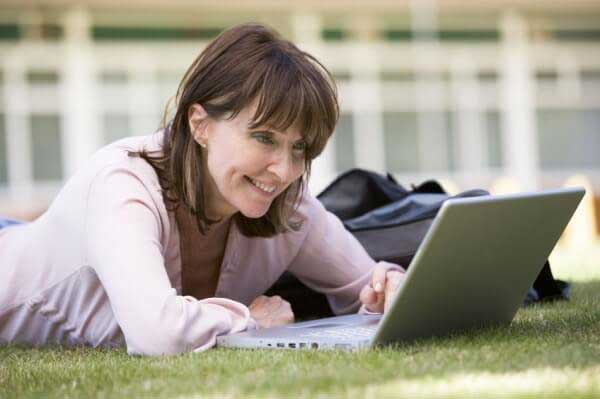 Worst Online Dating Profile Mistakes Women Over 40 Commit, online dating, dating profile, women over 40, dating, love, flirting, online dating profile examples for women, online dating profile tips for women, online dating profile examples to attract men, online dating profile generator, funny online dating profile examples, online dating profile help, good online dating profile examples for women, best online dating profile examples for women,