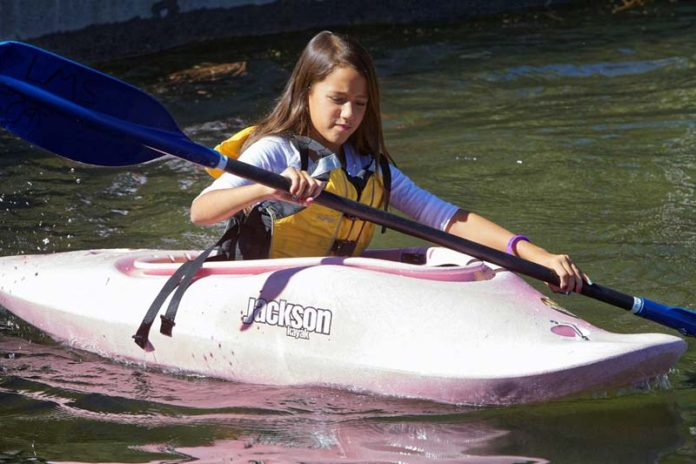 3 Reasons Why Kayaking Is a Good Exercise For Losing Weight, kayaking exercise benefits, is kayaking a good workout, kayaking exercise calories, does kayaking build muscle, kayaking weight loss, is kayaking good exercise for back pain, kayaking fitness, kayaking bodybuilding,