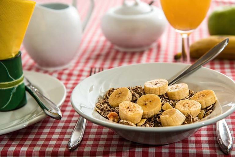 Best Pre & Post Workout Meals for Maximum Results, best pre workout meal for muscle gain, pre and post workout meals for weight loss, pre and post workout supplements, pre workout meal for weight loss, post workout snack, pre workout meal morning, best post workout meal for muscle gain, eat before or after workout to build muscle,