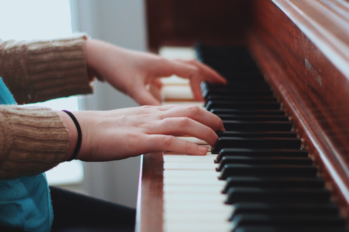 Tip To Minimize Piano Moving Cost, local piano movers, piano moving cost calculator, piano moving cost long distance, cost to move a baby grand piano, how much does it cost to move a piano across country, cheap piano movers, cost to tune a piano, how to evaluate a used piano,