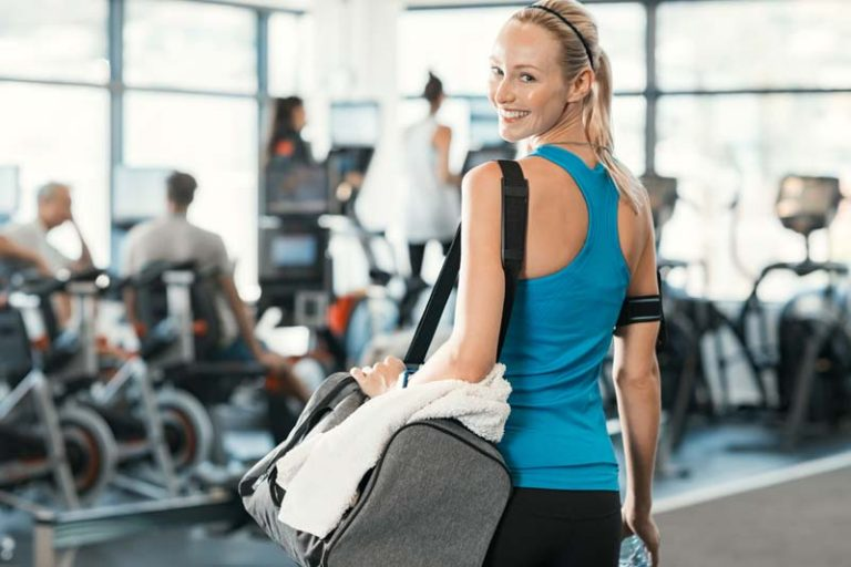 7 Must-Have Items for Your Gym Bag, what to pack in a gym bag for a woman, gym bag essentials for girls, gym essentials for beginners, must have gym bag accessories, gym bag checklist, gym bag must haves, best fitness accessories 2017, gym equipment essentials,