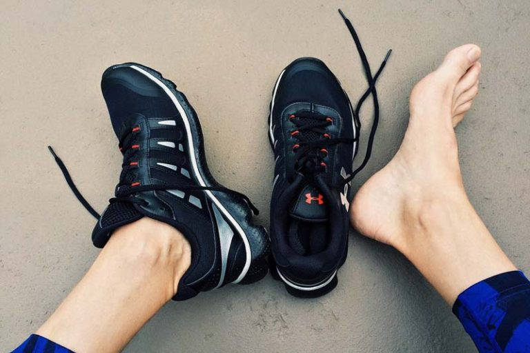 Vital essentials you need to know before buying your next pair of running shoes, are my running shoes too big, how to buy running shoes, running shoe finder quiz, where can i get fitted for running shoes, how to buy running shoes online, should running shoes be a size bigger, running shoe fitting store, how to choose running shoes for beginners,