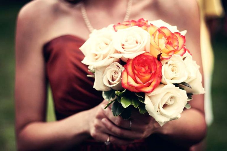 Why a Flower Bouquet is the Perfect Gift for Women?, giving flowers to a female friend, sending flowers to female friend, giving flowers to a girl you like, giving flowers to a girl meaning, best flowers to give a girl, how to make a mini flower bouquet, flower delivery,