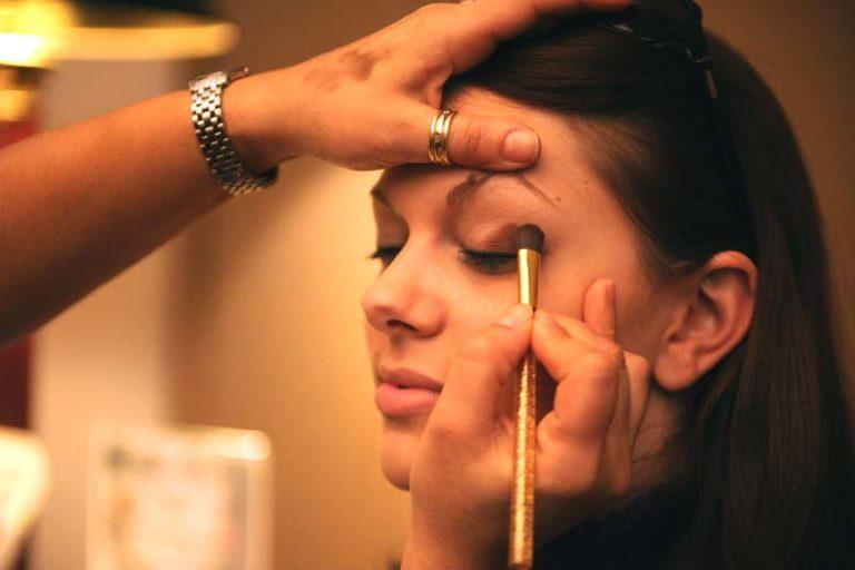 Latest Beauty Trends of 2018, spring summer 2018 makeup trends, beauty trends 2018 skincare, makeup trends spring 2018, makeup 2018 trends, 2018 cosmetic trends, spring 2018 makeup, lipstick trends 2018, makeup trends 2018 winter,