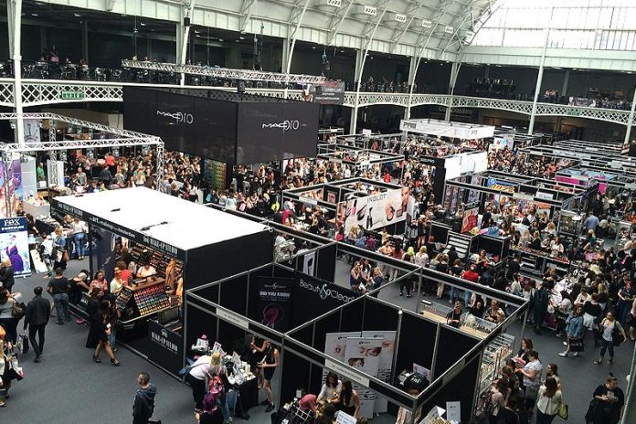 5 Effortless Ways to Draw Customers into Your Expo Booth