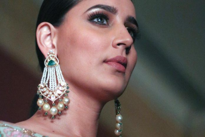 What Are the Different Types of Earrings and How Should You Wear Them?