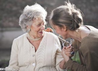 What To Consider In A Senior Home Before Choosing One For Your Parents